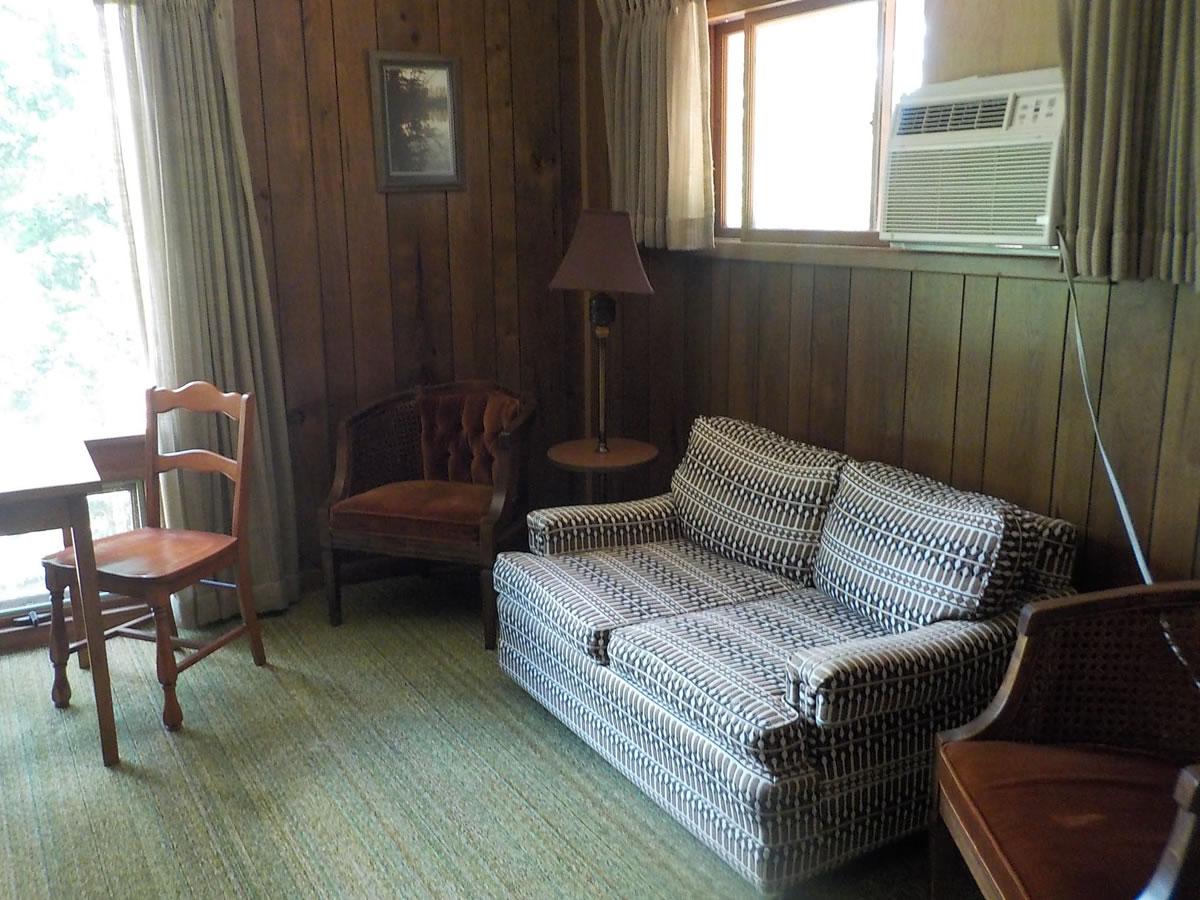 Voss_suite 5 sitting area